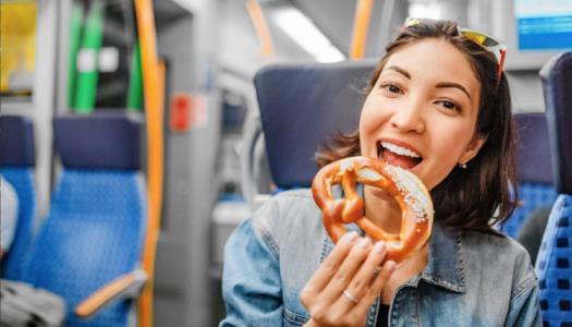 Kaalutakse ühistranspordis söömise keelamist, et vähendada ülekaalulisust